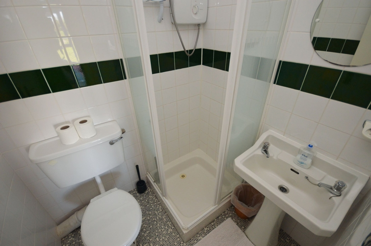 En-Suite to Bedroom Five